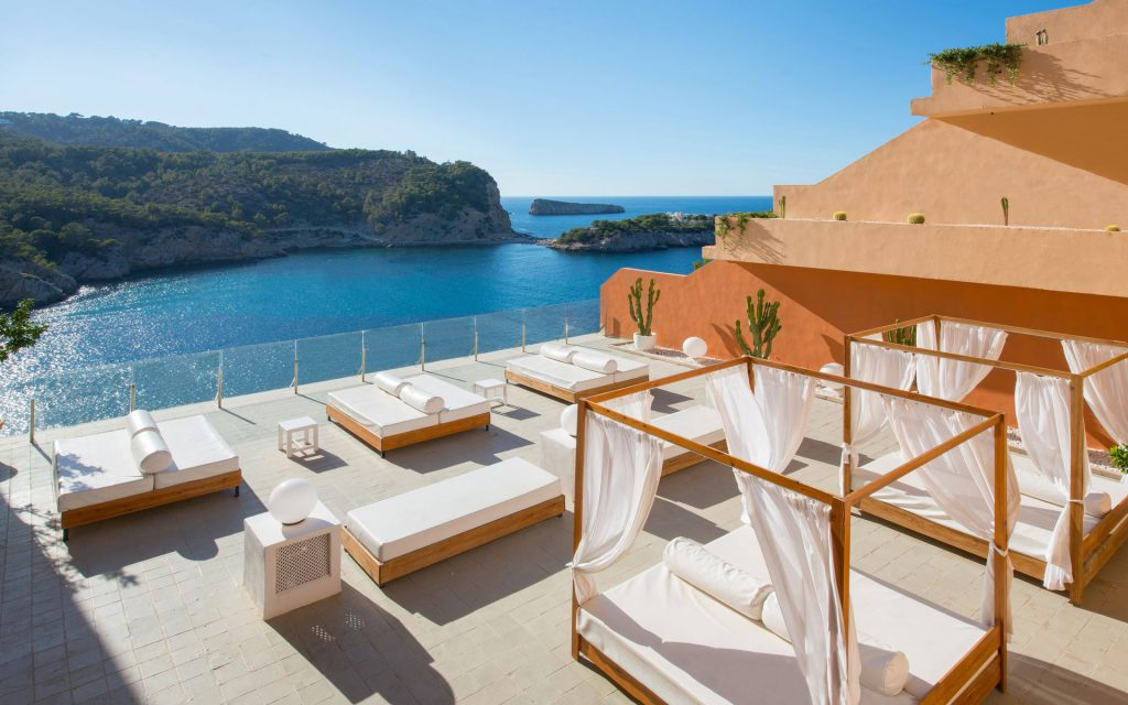How to choose a hotel on  Ibiza