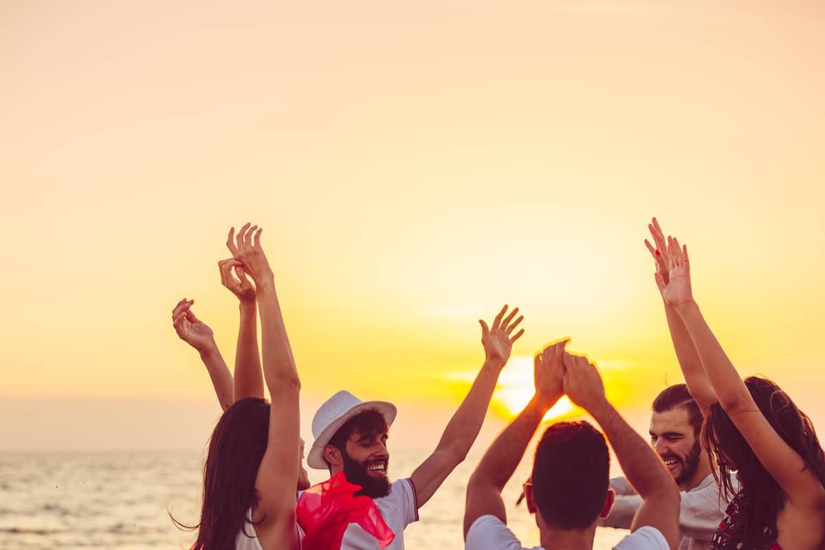 Top 3 bares y beach clubs en Ibiza