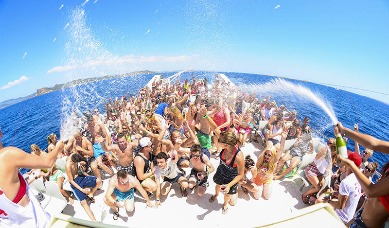 24 hours of party, alcohol and sea: Legendary Tour in Ibiza