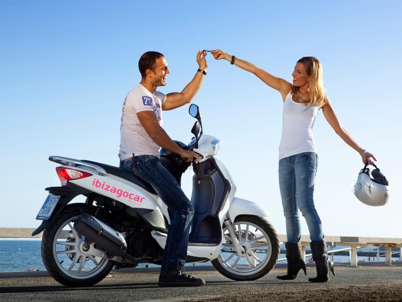 Noleggio scooter a Ibiza  – Sopravvivere l'isola