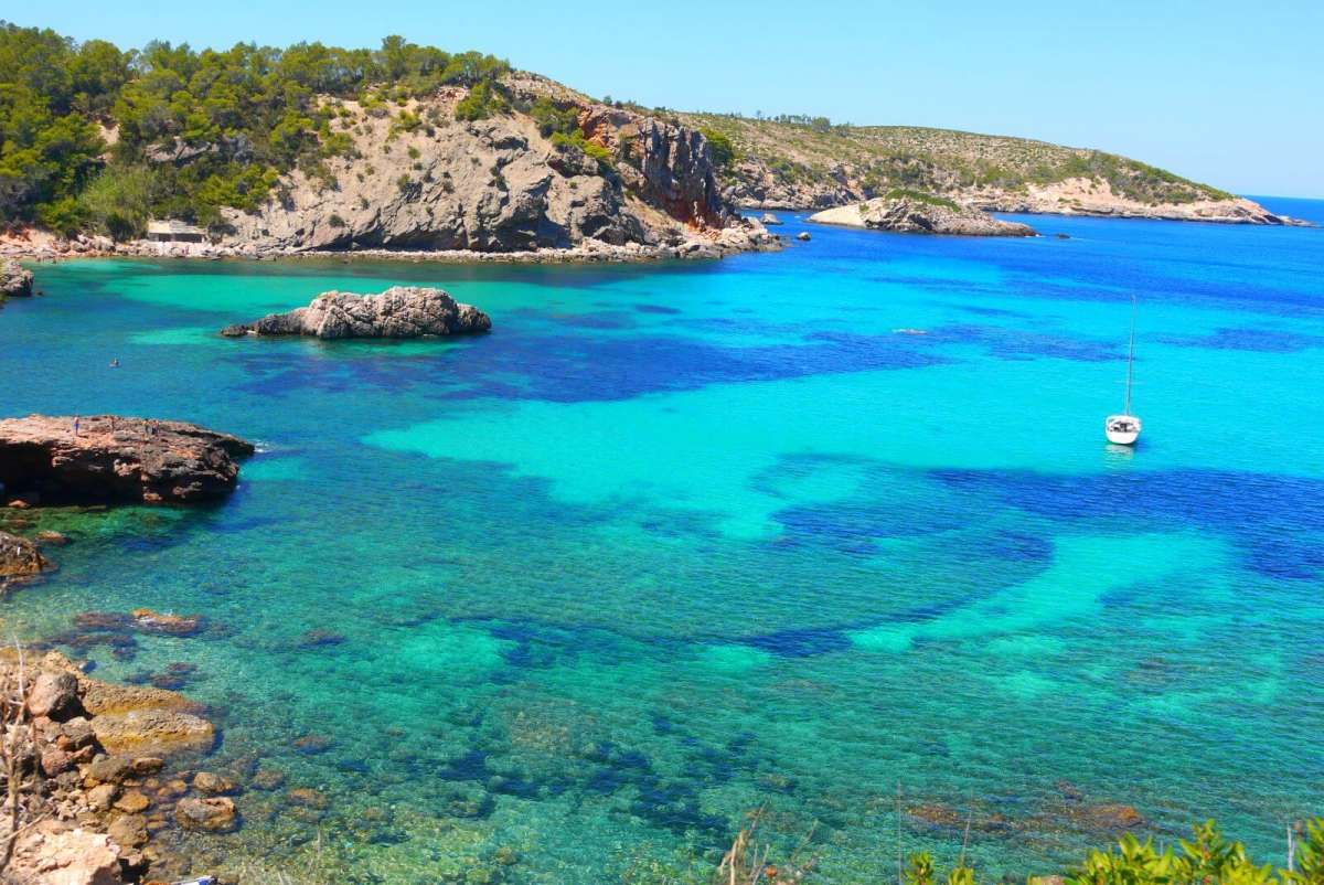 Discovering the island of Ibiza: S'Illot des Rencli
